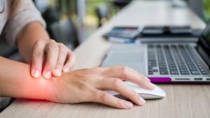 วิธีป้องกัน-บรรเทา-อาการปวดข้อมือ-นิ้วโป้ง-1